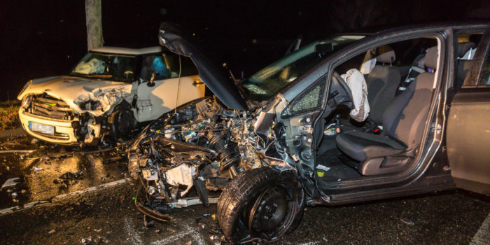 Zwei Verletzte bei Frontalzusammenstoß bei Eltville