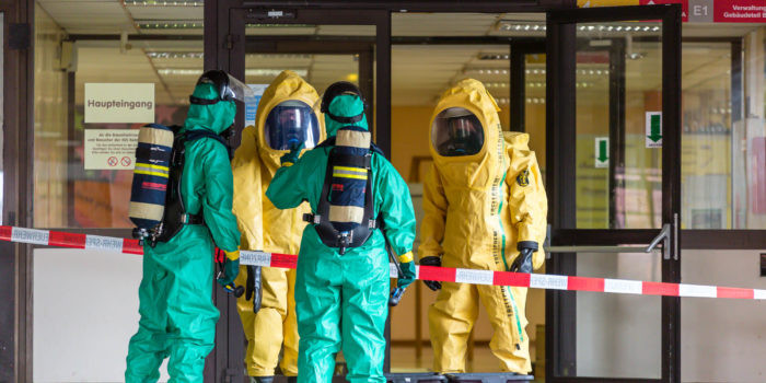 Unfall im Chemieunterricht – Gefahrguteinsatz an Gesamtschule in Kelsterbach