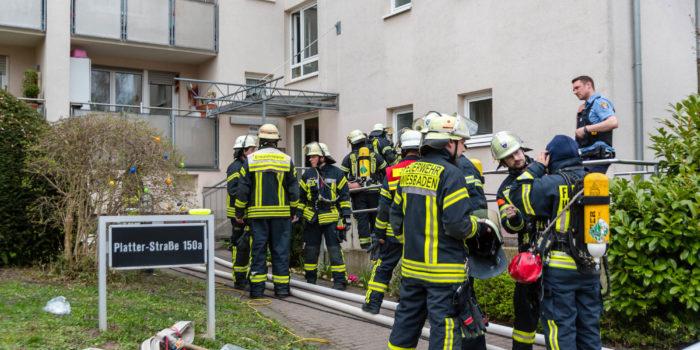 Stundenlanger Großeinsatz wegen Kellerbrand in Wohnkomplex