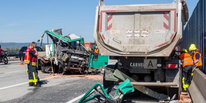 Schwerer LKW Unfall auf der A5 bei Frankfurt