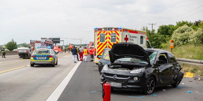 Unfall in A3-Baustelle – Zwei Pkw überschlagen sich nach Zusammenstoß