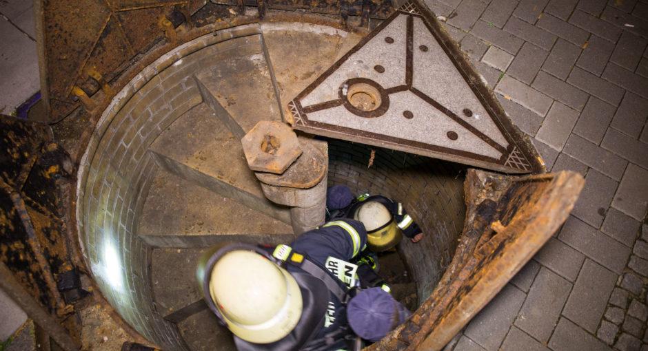 Jugendliche in Kanalisation sorgen für Feuerwehreinsatz