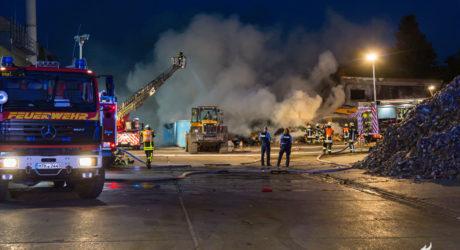Feuer auf dem Gelände der Deponie Flörsheim