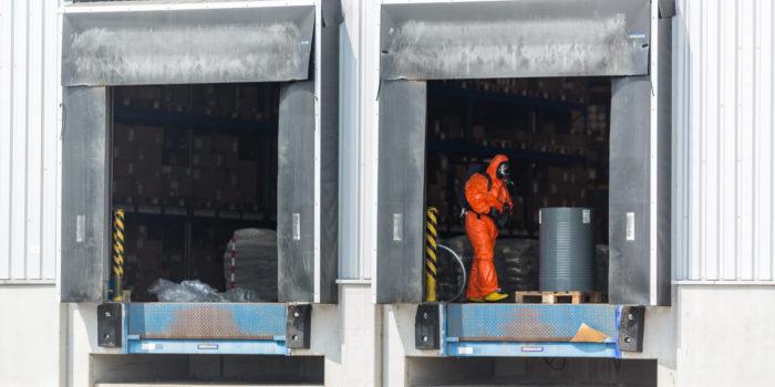 Gefahrstoffaustritt im Kasteler Gewerbegebiet – Fünf Verletzte durch ätzenden Stoff