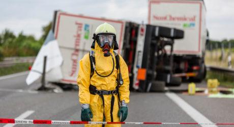 Lkw-Anhänger umgestürzt – A63 nach Gefahrgutunfall stundenlang gesperrt
