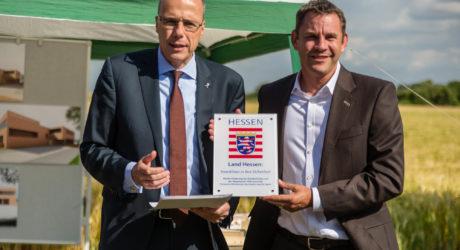 Innenminister übergibt Zuwendung für Neubau der Feuerwache Igstadt