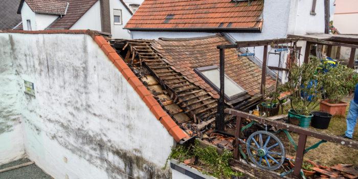 Beginnender Dachstuhlbrand in Eschborn endet glimpflich