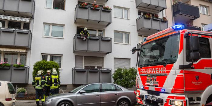 Langwierige Löscharbeiten bei Zimmerbrand in Biebrich