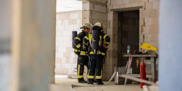 Feuer in Rohbau: Schrotthändler durchtrennt Gasleitung