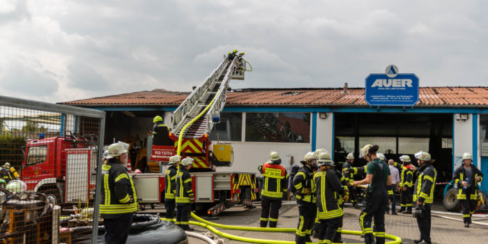 Feuer in Landmaschinen-Werkstatt in Lörzweiler