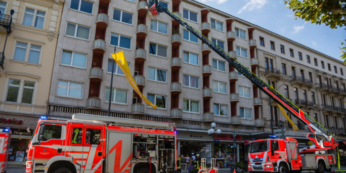 Balkonbrand greift in der Wilhelmstraße auf Wohnung über