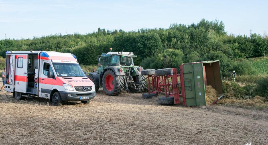 Umgestürzter Traktor-Anhänger mit mehreren verletzten Kindern