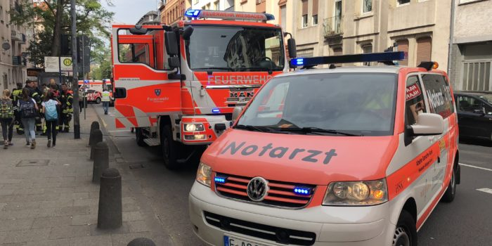 CO-Melder in Wohnung verhindert Schlimmeres – Zwei Verletzte