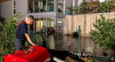 Überflutete Wohnungen und Keller nach Wasserrohrbruch