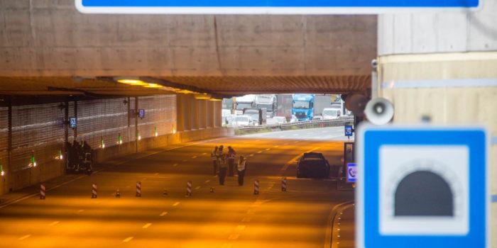 Erhebliche Verkehrsbehinderungen nach Pkw-Brand im Autobahntunnel Hechtsheim