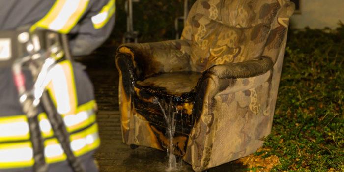 Kleidung und Sessel in Flammen – 93-Jähriger erleidet schwere Brandverletzungen