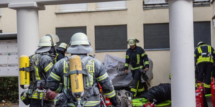 Feuerwehr löscht Brand in einer Elektroverteilung in Kostheim