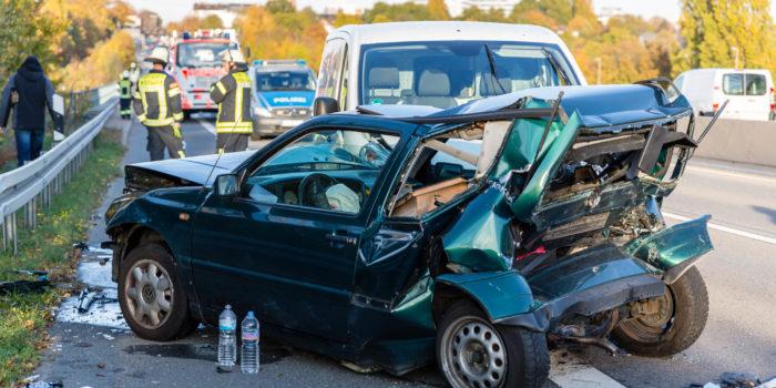 Neun teils schwer Verletzte bei Auffahrunfall auf der A643