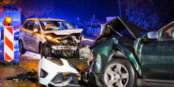 Drei Verletzte bei Frontalzusammenstoß auf der B455 – Vollsperrung im Berufsverkehr