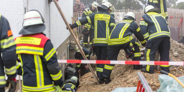 Bauunfall endet glimpflich – Mann in Baugrube teils verschüttet