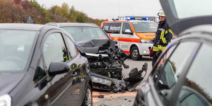 14 Verletzte bei zwei Auffahrunfällen auf der A3 bei Breckenheim