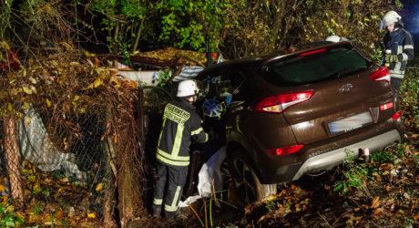 Schwerer Alleinunfall am Ortsausgang Rüdesheim – Fahrerin kracht gegen Hindenburgbrücke