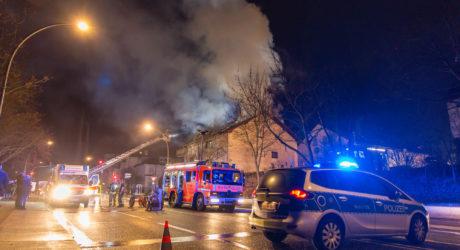 Küchenbrand greift auf Dachstuhl über – Großeinsatz in Rüsselsheim