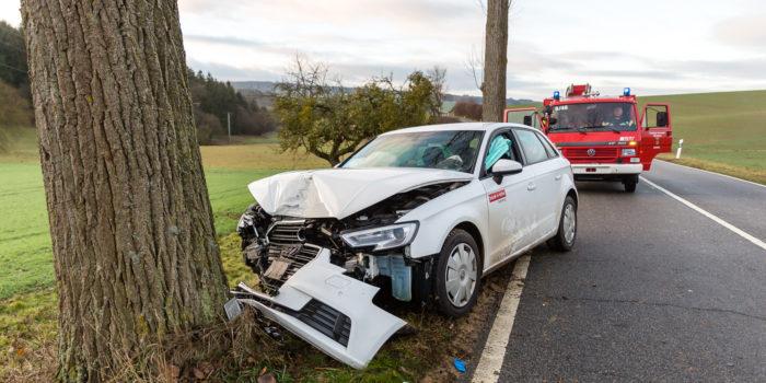 Fahrer bei Alleinunfall bei Hünstetten-Limbach schwer verletzt