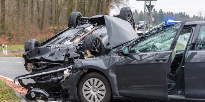 Drei Schwerverletzte bei Kreuzungsunfall bei Hofheim
