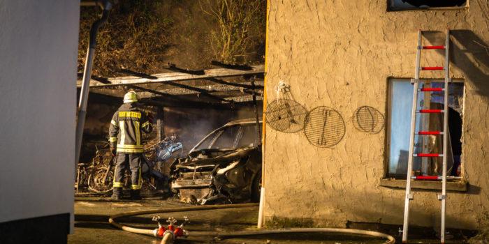 Mehrere Kleinbrände im Rheingau-Taunus-Kreis – Carport-Brand in Niederwalluf
