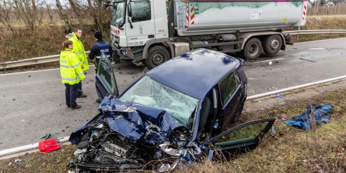 Tödlicher Frontalzusammenstoß bei Mainz-Drais – Pkw kollidiert mit Lkw