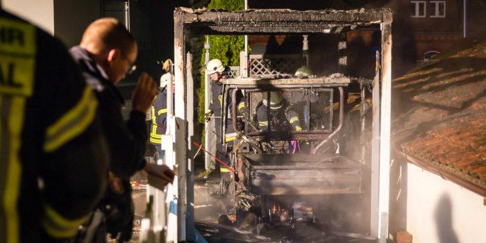 Carport und ATV geraten in Eppstein-Bremthal in Brand