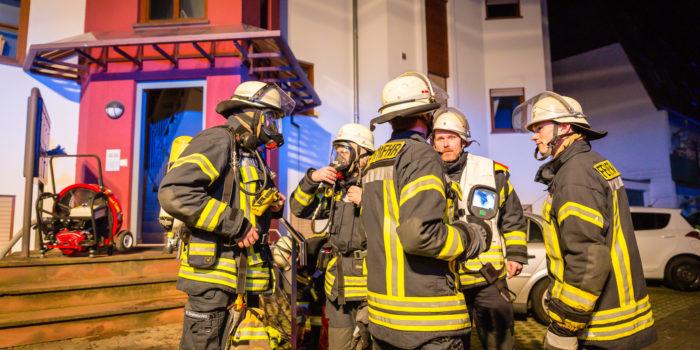 Feuerwehr rettet neun Bewohner bei Kellerbrand in Nackenheim