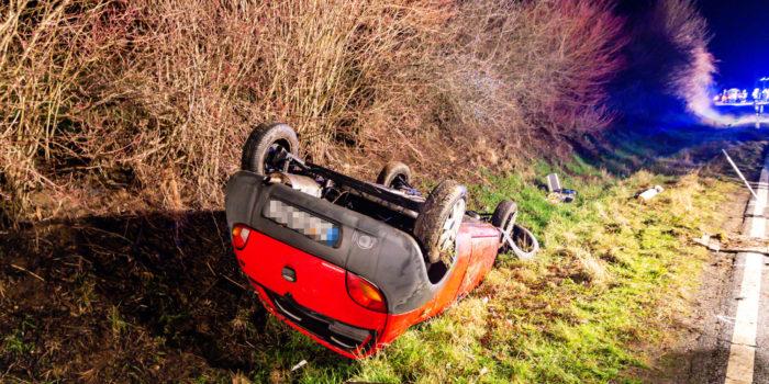 Schwerer Alleinunfall – Fahrerin aus Frontscheibe geschleudert