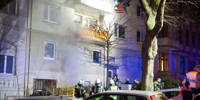 Feuerwehr rettet Bewohnerin bei Zimmerbrand