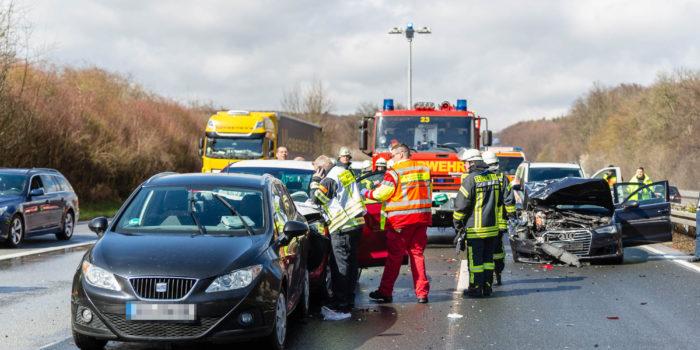 Drei Unfälle durch Aquaplaning zeitgleich auf der A3 bei Wiesbaden