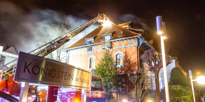 Millionenschaden bei Dachstuhlbrand in Königstein