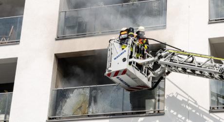Balkonbrand in Kelsterbach endet glimpflich – Polizisten entdecken Flammen