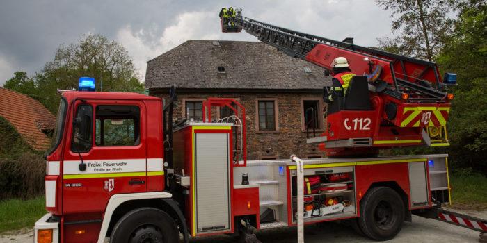 Feuer in historischer Mühle in Walluf