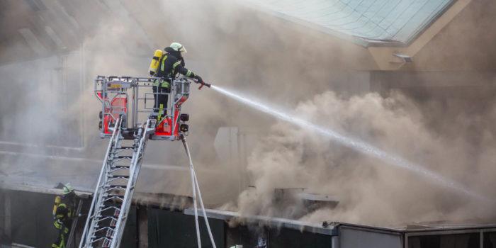 Stundenlanger Großbrand an der Mainzer Rheingoldhalle