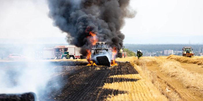 Ballenpresse löst 100.000 Quadratmeter Flächenbrand bei Flörsheim-Wicker aus