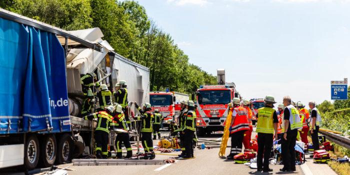 Lkw-Fahrer übersieht bei Medenbach Stauende – A3 war wegen schwerem Unfall bei Bad Camberg voll gesperrt