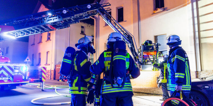 89-jähriger Rollstuhlfahrer stirbt bei Wohnungsbrand in Kriftel