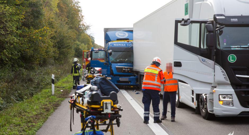 Unfall auf A3 bei Niedernhausen – LKW Fahrer eingeklemmt