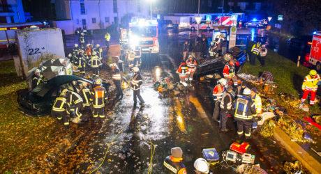 Unangekündigte Alarmübung: Auto rast in eine Menschenmasse vor einer Bushaltestelle in Offenbach