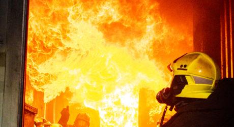 Außen eiskalt, innen brandheiß – Übung im Brandcontainer