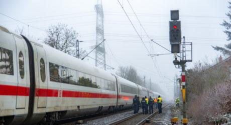 Oberleitung an ICE Strecke abgerissen