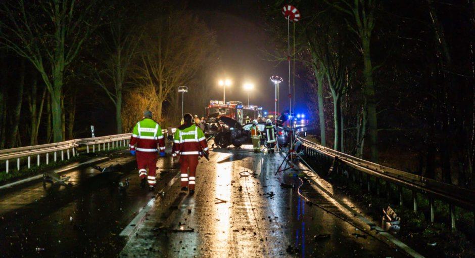Schwerer Frontalzusammenstoß auf B456 Höhe Wehrheim fordert zwei Tote und mehrere Schwerverletzte