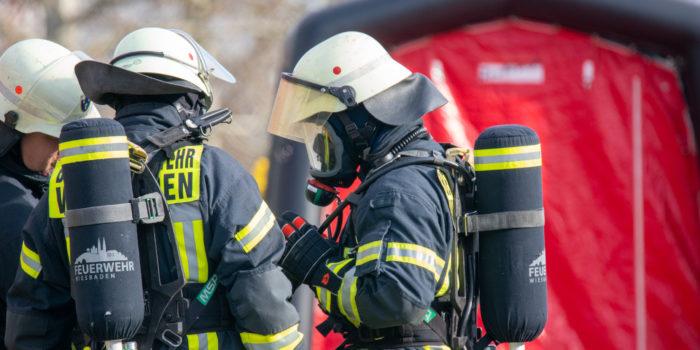 Gefahrstoffaustritt sorgt für stundenlagen Großeinsatz von Wiesbadener Feuerwehr- und Katastrophenschutzeinheiten