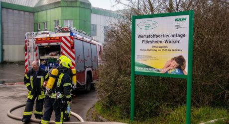 Großeinsatz bei Brand auf Deponie Flörsheim